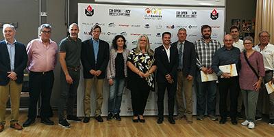 Foto de família dels participants a la presentació del 13è ITF ACV, encapçalats per Maite Fandos, diputada d'Esports de la Diputació de Barcelona; Eloi Rovira, regidor d'Esports de l'Ajuntament de Sant Cugat; Rafael Ferradáns, director general de l'empresa ACV, principal patrocinadora de l'ITF; Javier Soler, director esportiu de la Federación Española de Tenis (RFET); Jordi Tamayo, president de la Federació Catalana de Tennis (FCT); l'extenista professional Àlex Corretja, soci d'honor del CTNSC i ambaixador de l'Open ITF ACV; i en representació del Club, el seu president, Toni Lloret, i el seu gerent, Kiku Costa.
